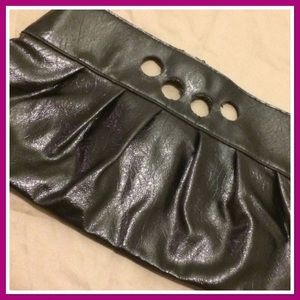 GUC 💚 Hold With Your Fingers Vintage Black Clutch